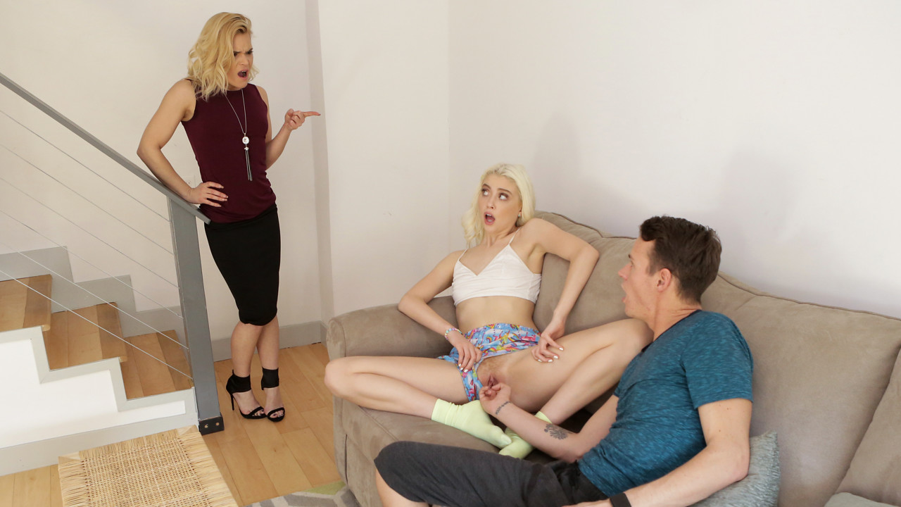 StepSiblingsCaught – Caught By Mom – Chloe Couture aka Chloe Cherry